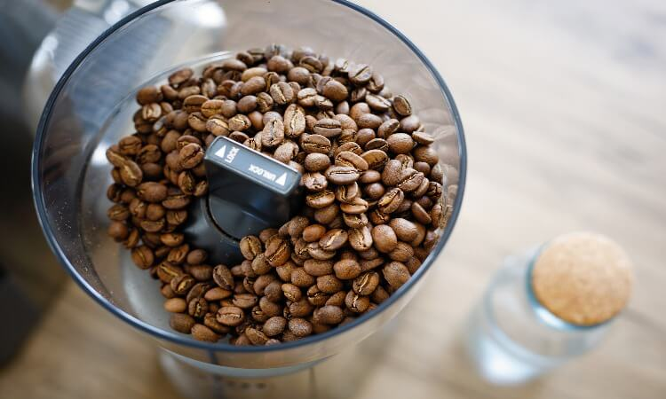 Can I Grind Coffee Beans In A Blender?