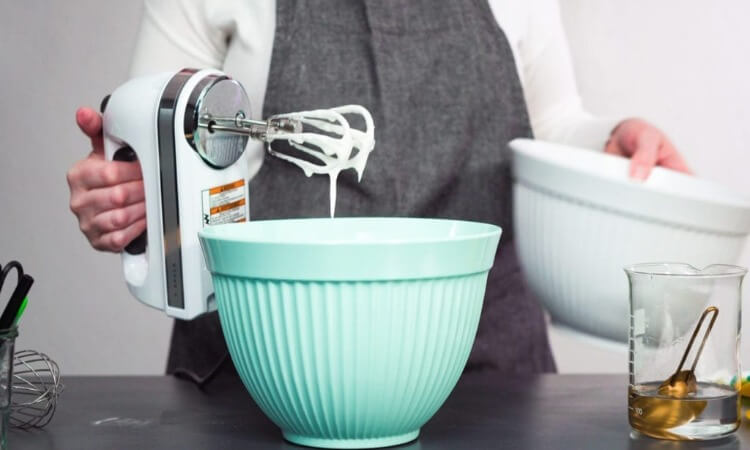 What Is A Hand Mixer? – Everything You Must Know